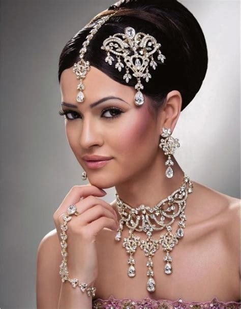 The Best Hairstyles For Indian Wedding – 20 Showy Bridal Hairstyles Pictures