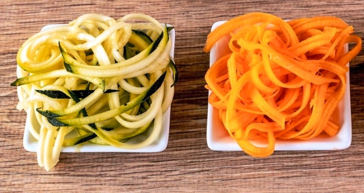 Gemüsenudeln aus Zucchini und Karotte - aus dem Rommelsbacher Spiralschneider