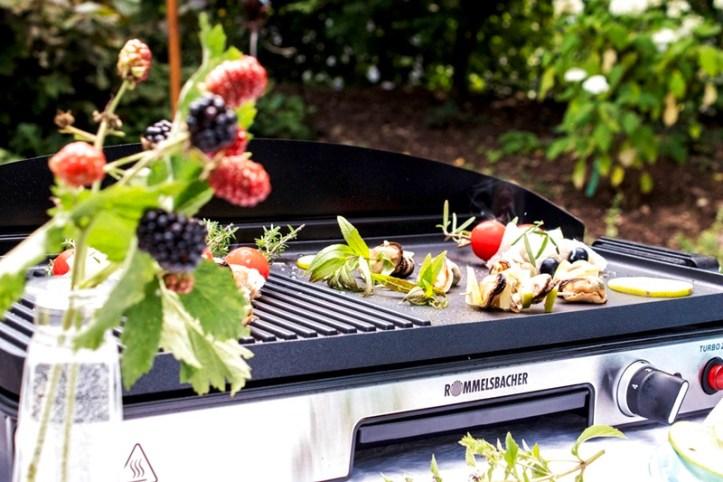 Rommelsbacher BBQ 2003 Elektrogrill im Garten mit Meeresfruechte Spiessen