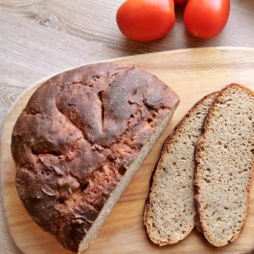 Sauerteig Brot mit selbstgemachtem Sauerteig aus dem Joghurtmaker JONA von Rommelsbacher.