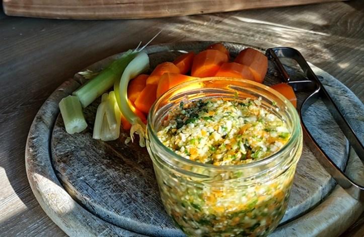 Suppengrün im Glas haltbarmachen.