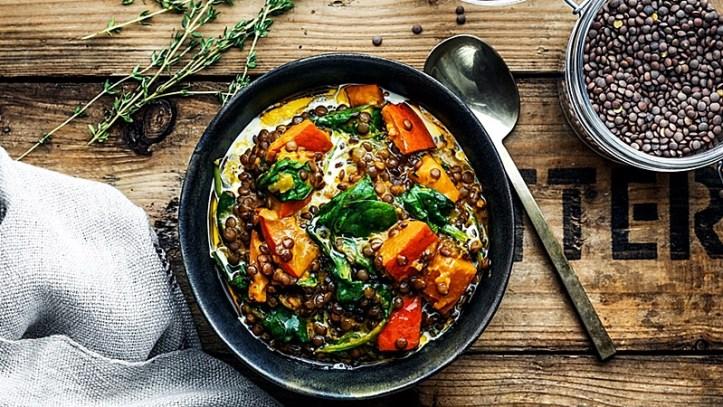 Linsen mit Kürbis und Salat - Fünf Kürbisrezepte von ROMMELSBACHER
