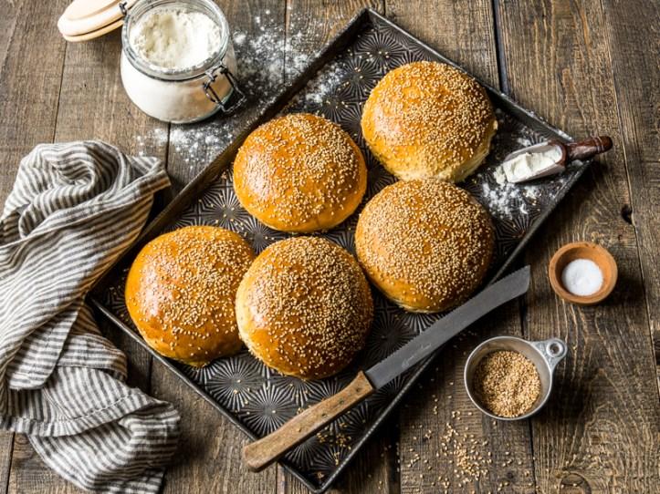 Burger Buns backen - Burger Brötchen Rezept von Rommelsbacher