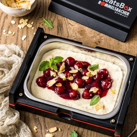 Grießbrei mit Kirschkompott zum Mitnehmen in der elektrischen Lunchbox von Rommelsbacher