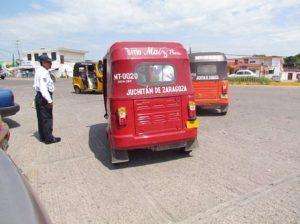 Crece inconformidad por paraderos de moto taxis en Juchitán. (2)