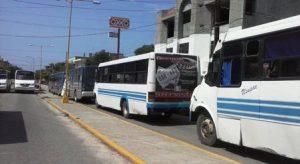 Urbaneros se manifiestan en Sevitra ante rumor de entrega de concesiones para taxis (3)