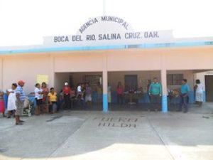 Pobladores de Boca del Río cierran la agencia y desconocen a Hilda Cruz (4)
