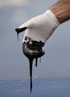 A kőolaj ,amit felkenünk magunkra