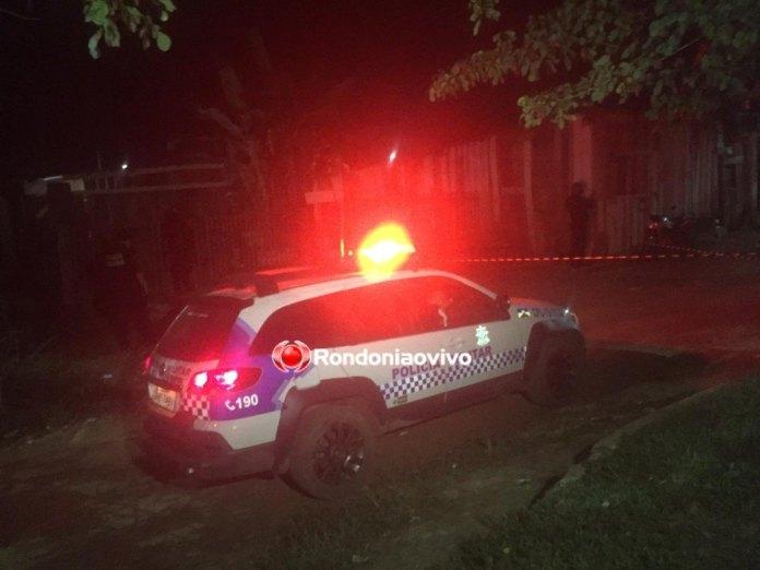 GUERRA ENTRE RIVAIS: Bando em motocicletas mata ex-presidiário a tiros e picha sigla de facção