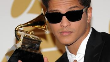 Bruno Mars poses with is award during th