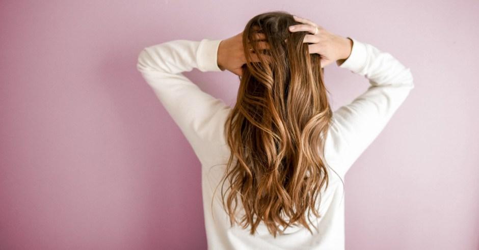 Jak oddać włosy na perukę – poradnik krok po kroku