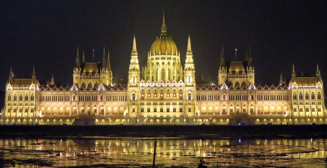 parliment-at-night