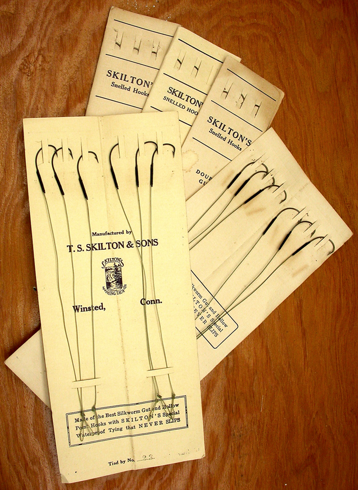 31a   Skilton & Sons snelled hook packets, Kinsey, #12 (about a 4/0), bronzed & japanned, treble gut (tight twist).