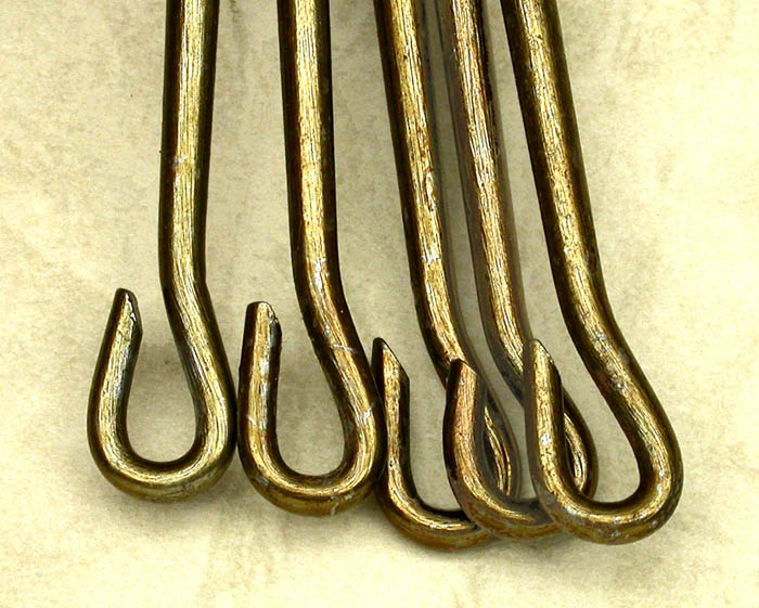 42i The same selection of medium, about 11/0 hook points with the bends lined up. Note the differences in length and shape.