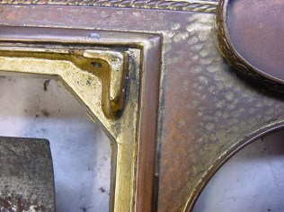 Detail of gold wear on the exposed vs, unexposed areas