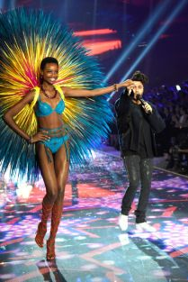 Maria_Borges_VSFashionShow_gettyimages