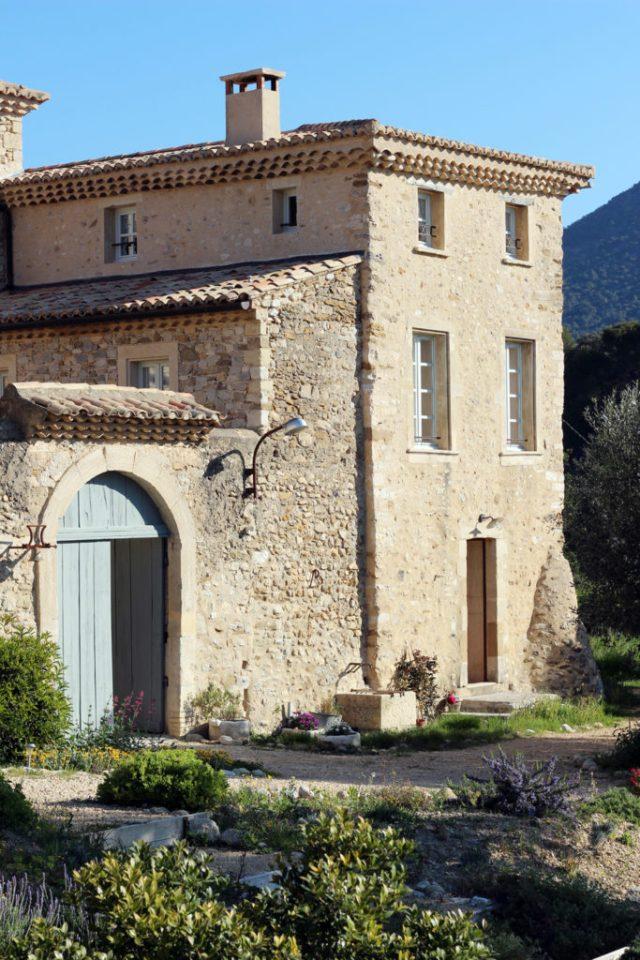 Wine_Rhone_valley_travel_blog_Avignon12