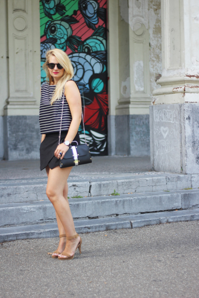 Monochrome_outfit_Crop_top_Antwerp_blogger_barely_there_sandals_Bullet_bag_cluse_watch6