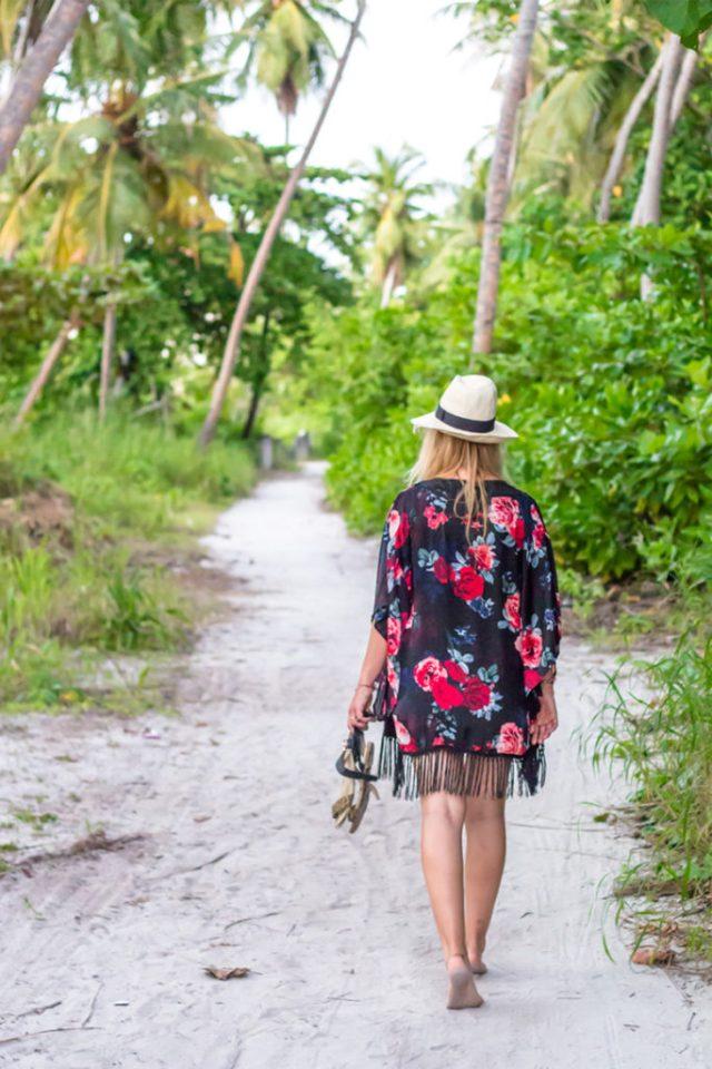 Travelblog_fashion_female_travel_palmtrees_maldives1