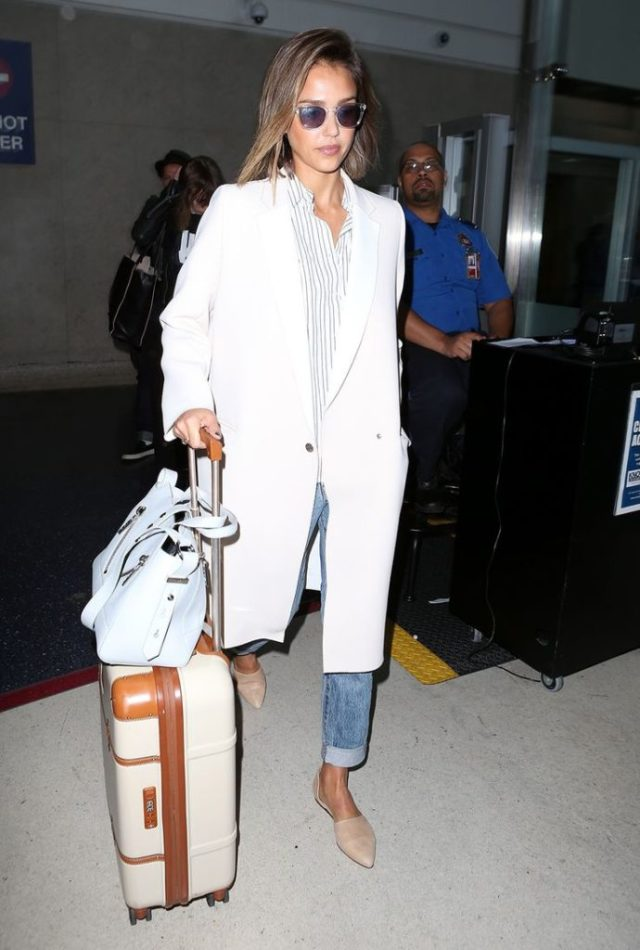 Travel_airport_outfit_rooftopantics_Jessica_alba