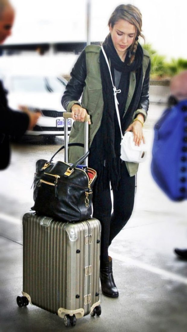 airport_outfit_style_travel_jessica_alba_army