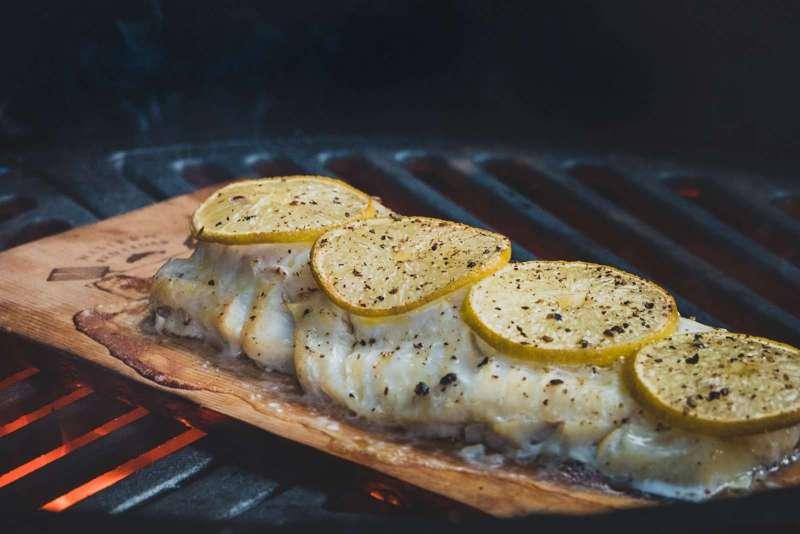 Blog | Van barbecue naar rookoven | Kabeljauw van ceder rookplank | Rookplankje.nl