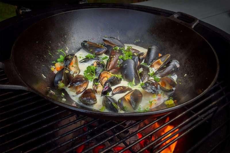 Recept | Licht gerookte mosselen van de bbq | Rookplankje.nl