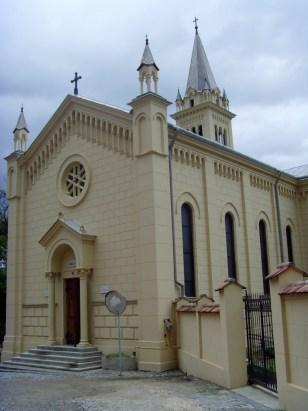 Die katholische Kirche in Sighisoara. Immerhin 5 Prozent der Einwohner der Stadt sind katholisch. Die meisten Einwohner sind jedoch rumänisch-orthodox. Die Siebenbürger Sachsen sind mehrheitlich evangelisch.