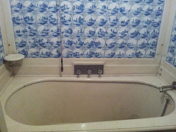 In dieser Badewanne im Neuen Palais haben schon Kaiser gebadet.