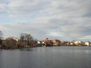 An einem der Wasserarme hat auch Günther Jauch sein Haus.
