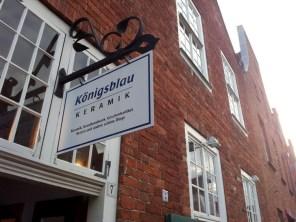 Die Läden im Holländerviertel bieten auch einiges an handwerklichen Souvenirs. Natürlich in blau.