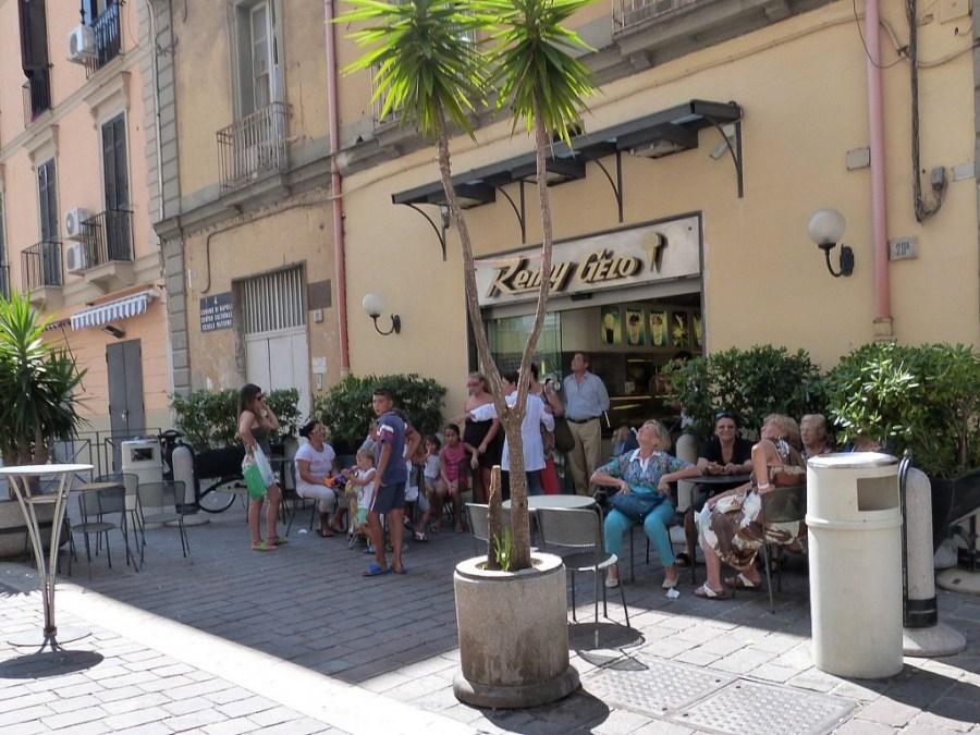 Besonders viele Neapolitaner gehen zu Remy Gelo. Die Sitzplätze sind oft belegt.