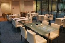 Die Einrichtung des Restaurants ist sehr stilvoll und passt zum Ambiente des Hauses.