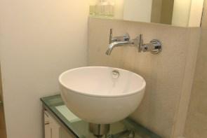 Die Waschbecken sind relativ klein aber irgendwie niedlich.