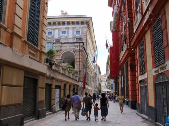 Entlang der Via Garibaldi in Genua stehen viele Paläste die Zeugnis über den Reichtum der Handelsstadt ablegen.