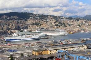 Unter anderem kann man auch auf das Terminal für Kreuzfahrtschiffe schauen. Auch Fähren nach Nordafrika fahren von Genua aus.