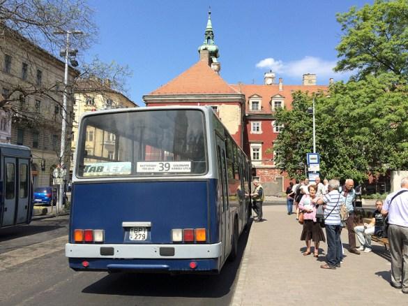 Einsteigen bitte. Dieser Bus fährt nach Osten - zumindest macht er jeden der damit zur Schule gefahren ist ostalgisch.