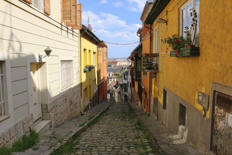 Die Gül Baba utca ist eine der malerischsten Straßen Budapests und entführt Dich direkt in den Orient.