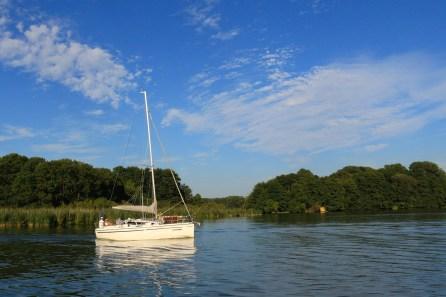 Segelboote sind auf dem Schwielochsee ein häufiger Anblick.