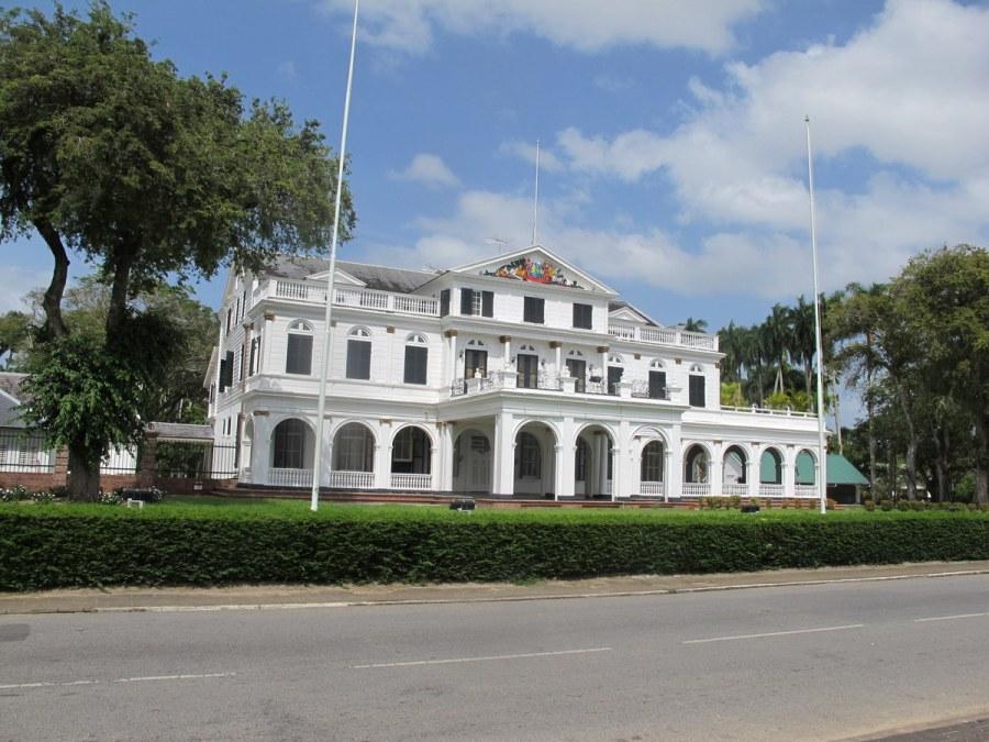 Der Präsidentenpalast von Surinam in Paranamibo.