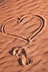 Der Sand in Wadi Rum eignet sich auch prima für Liebesbotschaften.