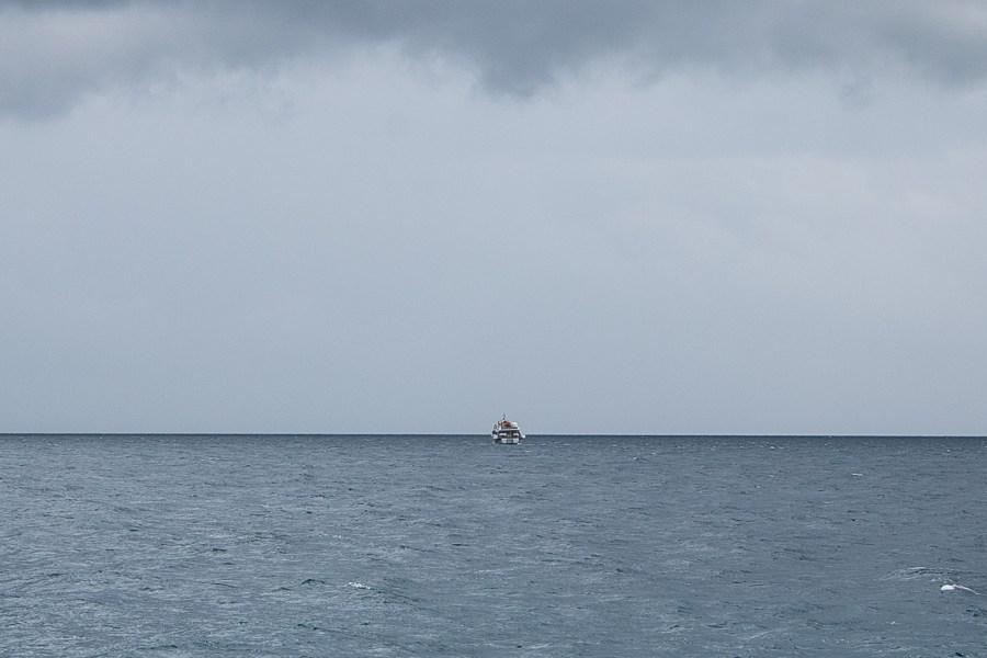Als das Boot wieder abdreht, wissen wir nicht, was wir denken sollen.