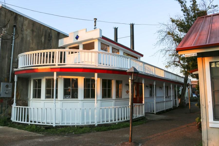 Im Dreamboat BBQ gibt es leckeres barbecue und Tamale.