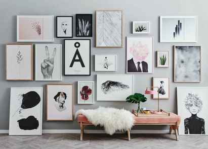 Awesome gallery wall living room ideas (25)