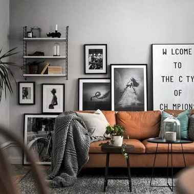 Awesome gallery wall living room ideas (44)