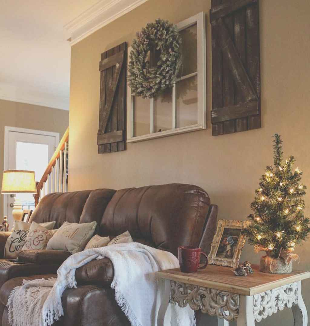 Awesome gallery wall living room ideas (6)