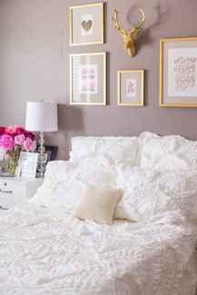 Beautiful gallery wall bedroom ideas (43)