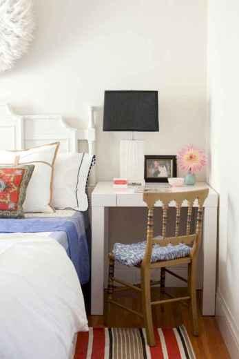 20 small fisrt apartment bedroom decorating ideas (7)