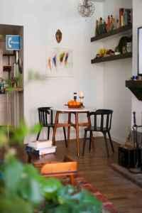 40 boho chic first apartment decor ideas (32)