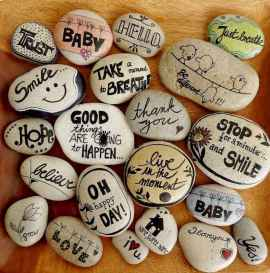 70 diy painted rock for first apartment ideas (67)